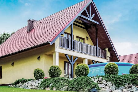 Holiday cottage with 3 bedrooms on 120m² in Malechowo