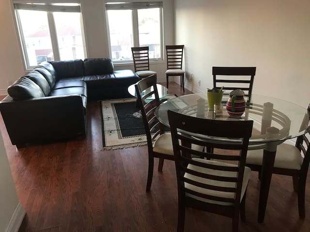 EntireTownhouse - Beautiful 2 bedroom 2 floor