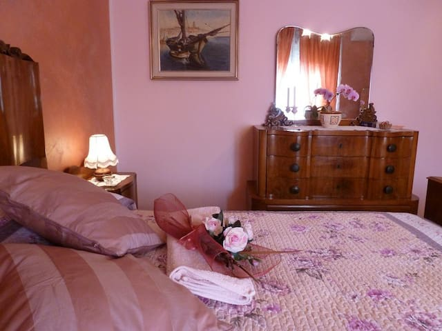 Il Borgo dei Peschi, oasi di pace tra lago e città - Verona - Bed & Breakfast