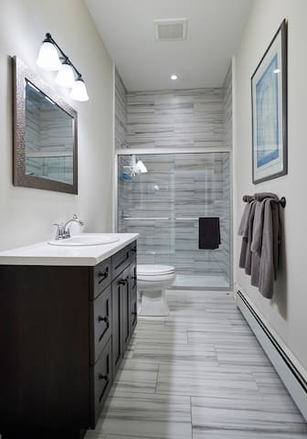 Luxurious bathroom including complimentary body wash, shampoo, and conditioner