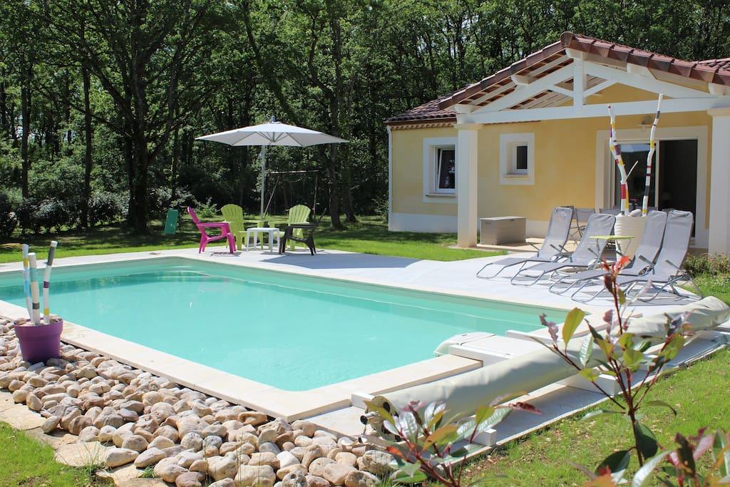 Gite neuf dans le lot avec piscine privative maisons for Accessoire piscine dans le 47