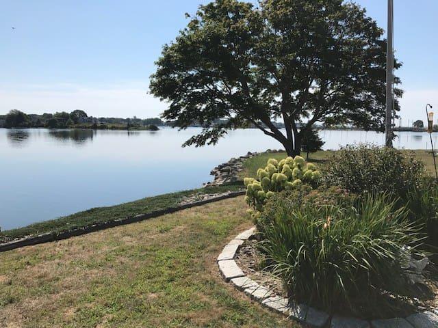 Stonington Waterfront is 2 miles to Mystic Village
