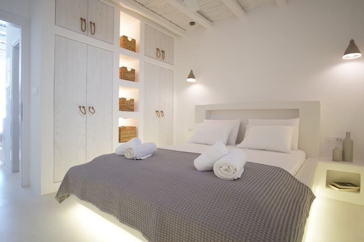 Cycladic elegant apartment with sea view