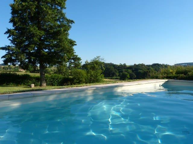 Gîte calme en la campagne du Charollais et piscine - Beaubery