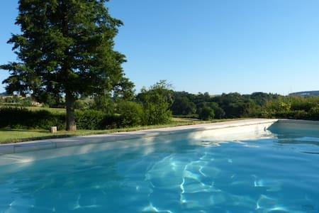 Gîte calme en la campagne du Charollais et piscine - Beaubery - Домик на природе