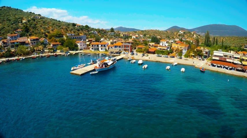 ΑΓΡΟΙΚΙΑ ΜΕΣΑ ΣΤΟ ΧΩΡΙΟ ΔΙΠΛΑ ΣΤΗ ΘΑΛΑΣΣΑ - Pteleos