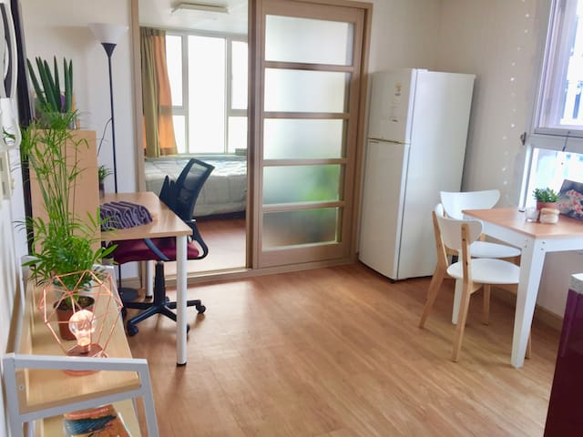 Cozy 1 bedroom 2mnts to station! 경성대역 2분