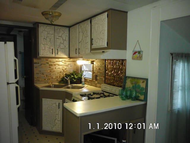 Lake Josephine Guest House - Sebring - Autocaravana