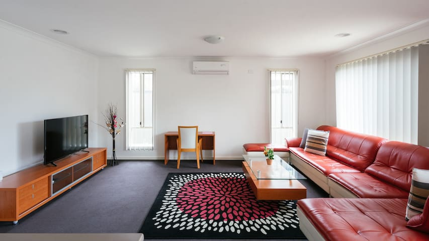 4BDR &2 BATH guest house in point cook,melbourne