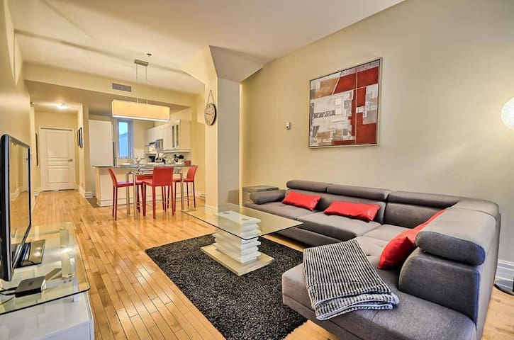 Lovely Condo in Heart of Downtown MTL