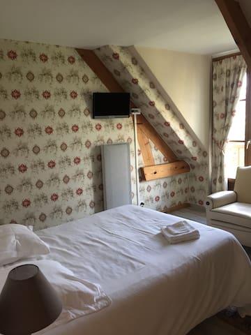 Chambres au milieu des bois entre Paris et Reims - Beuvardes - Bed & Breakfast