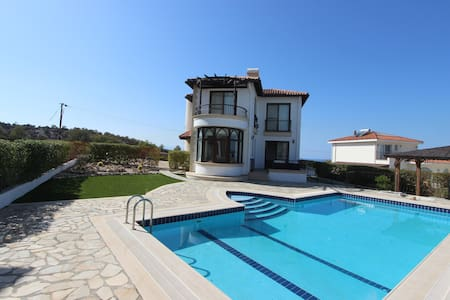 The Canyon View, Luxury Ottoman Residence - Girne