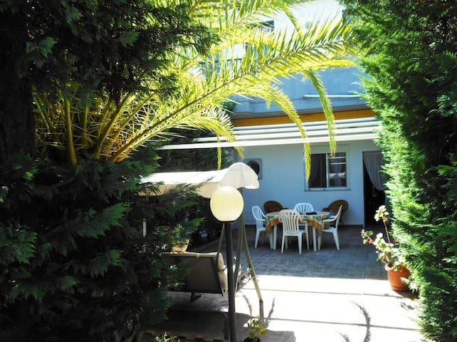 Comoda Villetta con veranda