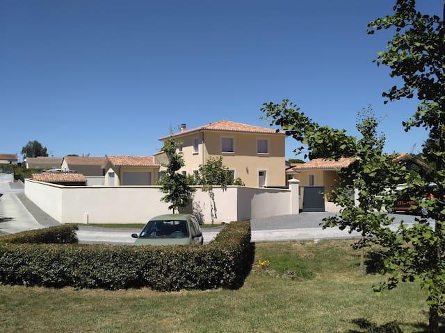 Grande maison Fléac - Fléac - House