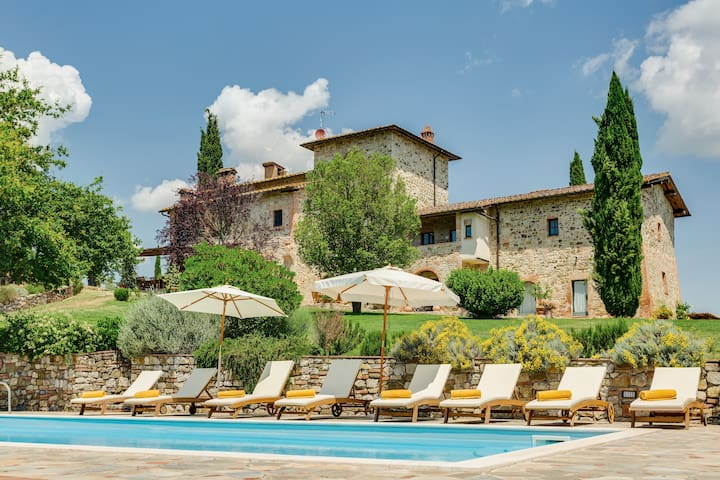 PRIVATE VILLA With Pool in the Chianti area