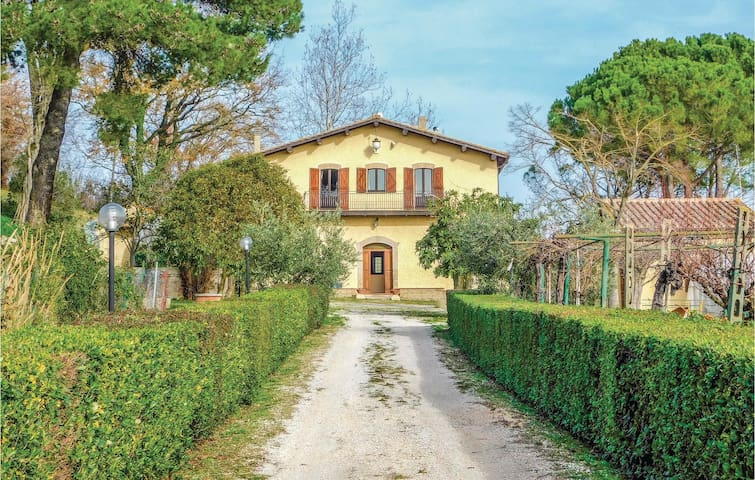 Holiday cottage with 5 bedrooms on 300 m² in Otricoli (TR)