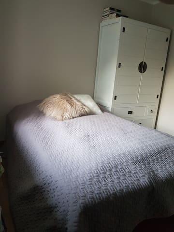 Utleie av soverom, egen WC og bruk av fellesområde