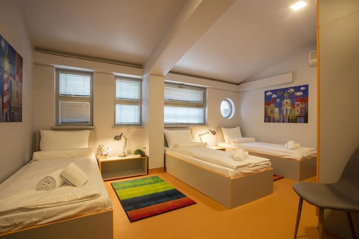 Astra Palace  - Triple Room with Shared Bathroom