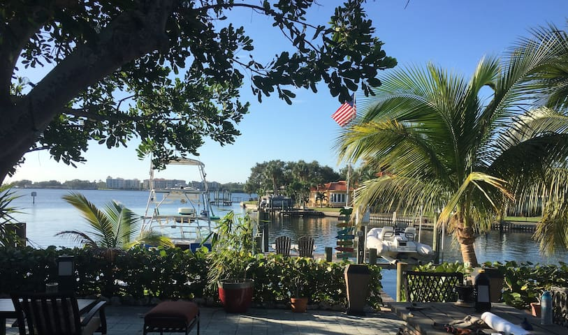 Heart of St. Pete Waterfront 4br House. Must Try!