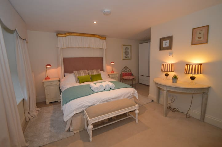 Luxury Ground Floor Apartment in Chedworth, Glos