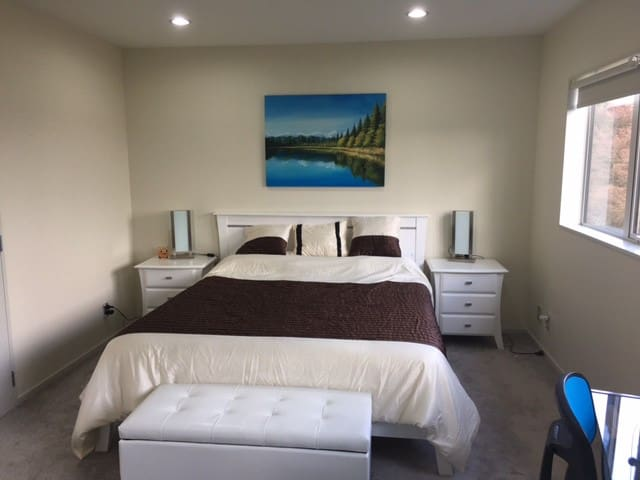 Modern large room with your own bathroom 干净主人套房出租
