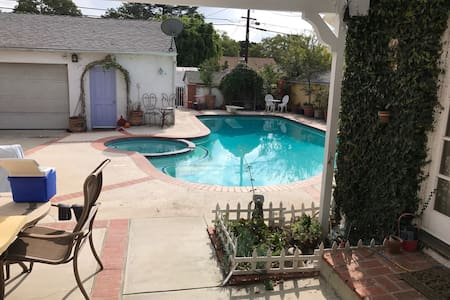 mastersuite with french doors - Burbank