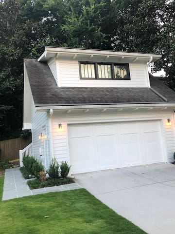 Guest house is above garage with key pad for easy access to come and go! Blue stone walk way for easy luggage rolling, and walking. Fenced yard for any pets that need a run or potty break!