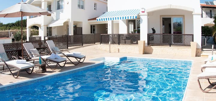 Villa Crystal (Coral Bay) with private swimming pool 350 meters from the beach
