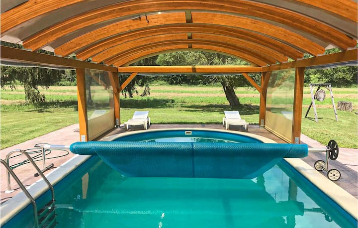 Amazing home in Cacinci with Outdoor swimming pool and 3 Bedrooms