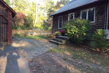 Private room, second floor, complete privacy - South Kingstown