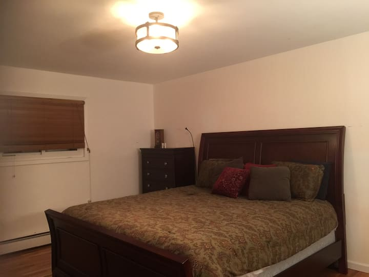 Beautiful 1 master bedroom with attached bathroom