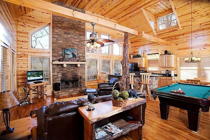Private Cabin with a Brand New Fire Pit - Cleveland - Jiné