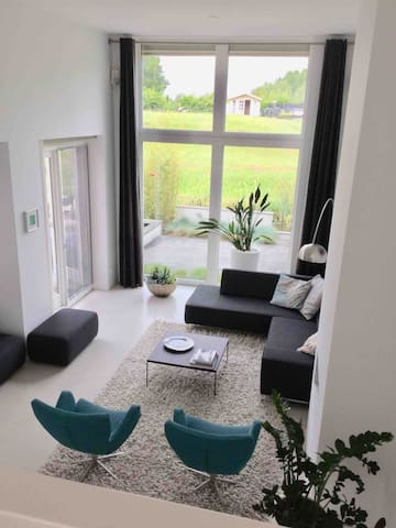 Bright livingroom with 4 meter high ceiling and fire place