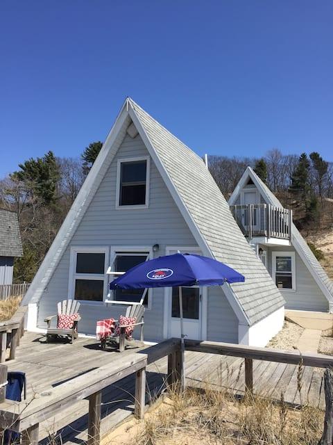 Cozy Cottage On Lake Michigan Shore