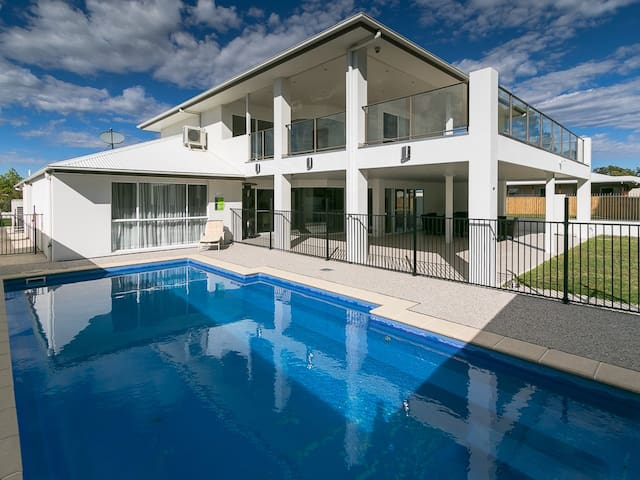 Huge Modern, Waterfront home with Air con & pool!
