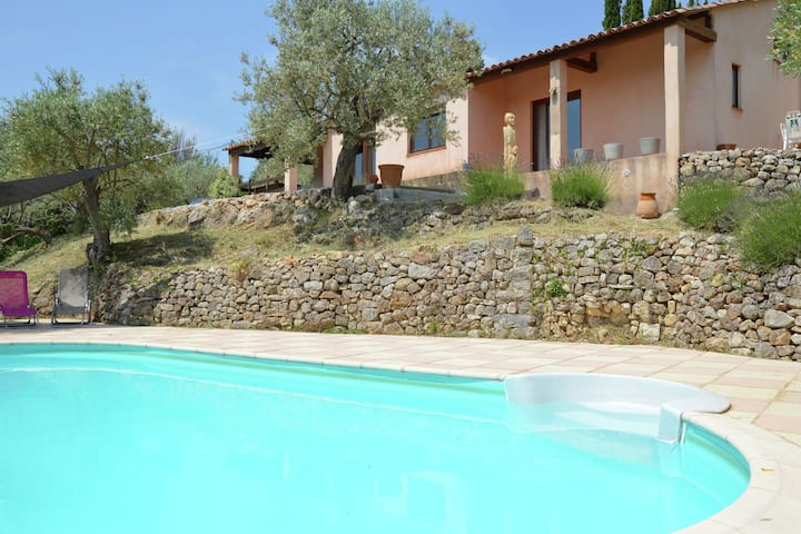 Splendid villa. Private swimmingpool. Nice surrounding.