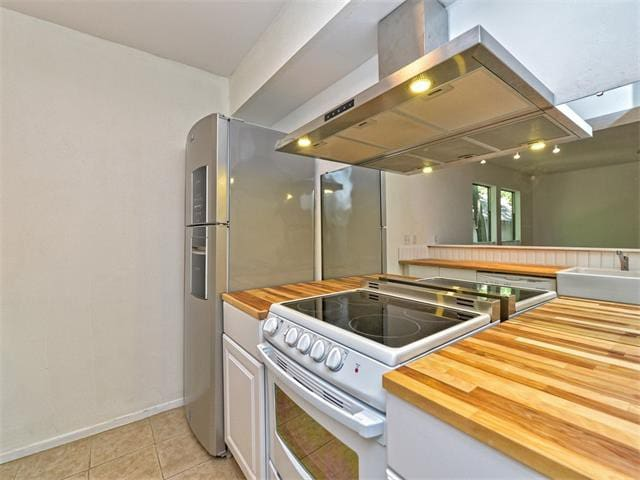 Kitchen: Fabulous design, recently renovated with brand new appliances.
