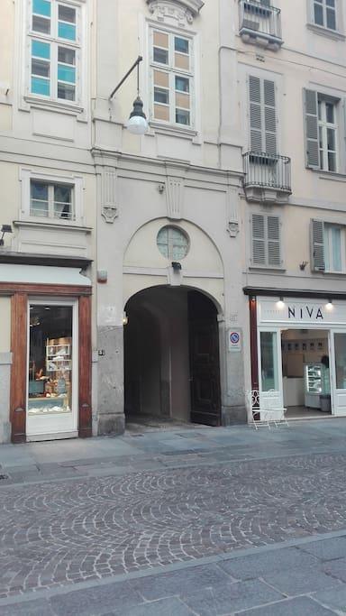 Accesso Torino Via Lagrange n.27