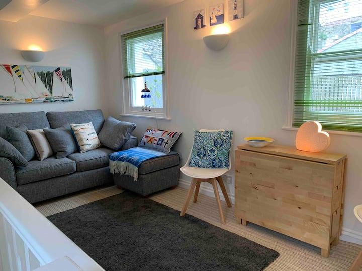 The Picture House, Fowey Apartment with parking