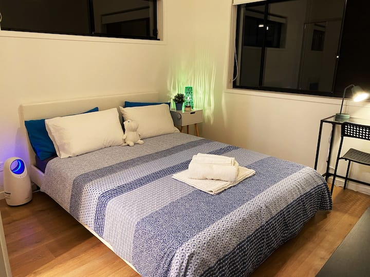 Ensuite Queen Bed in a new Townhouse