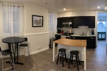 Modern & Bright Studio Apartment in Historic Home