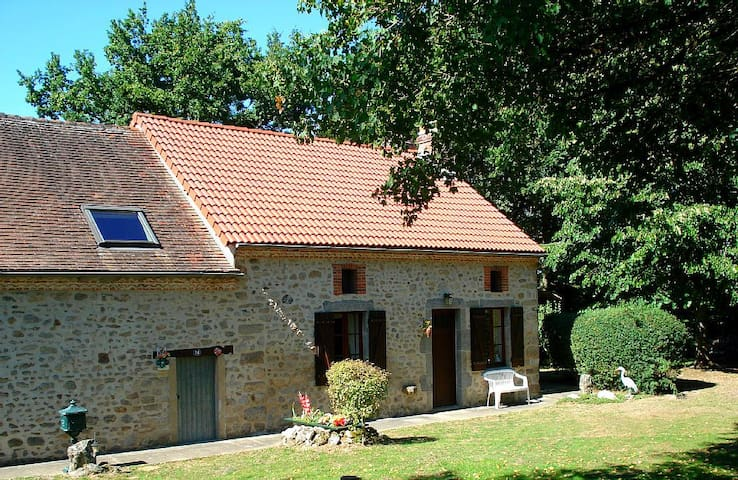 Rustic Farmhouse Cottage - Saint-Léger-Magnazeix - Hus