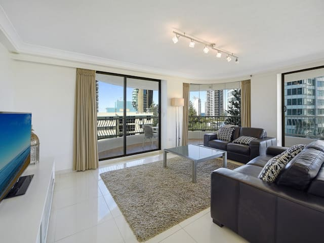 Entire Apartment in the Heart of Surfers - Surfers Paradise - Appartement