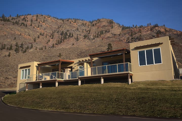 Unit 4 - Two Bedroom - Chateau Osoyoos