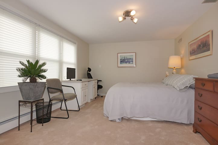 Professional Accommodations! - Marlborough - Lägenhet