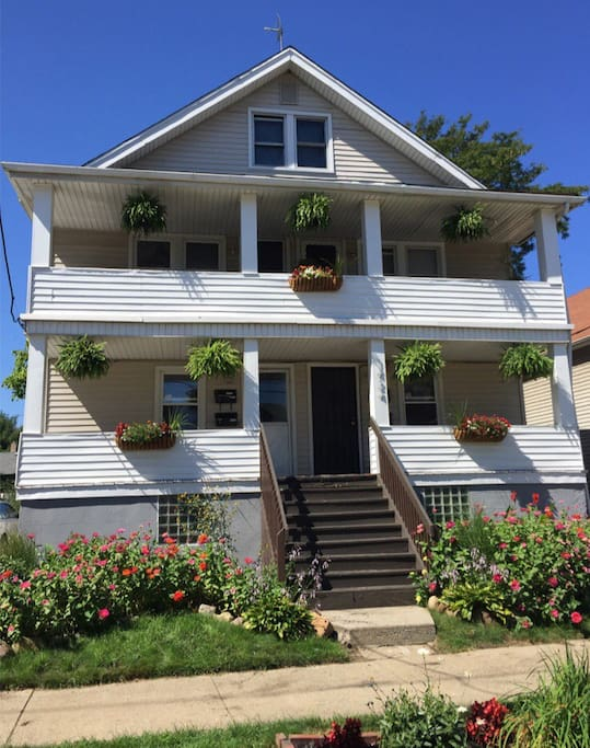 2 Bedroom Flat In The Heart Of Gordon Square Apartments For Rent In Cleveland Ohio United