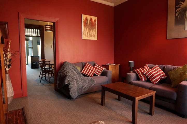 Comfortable 2 Bedroom Apartment, city location