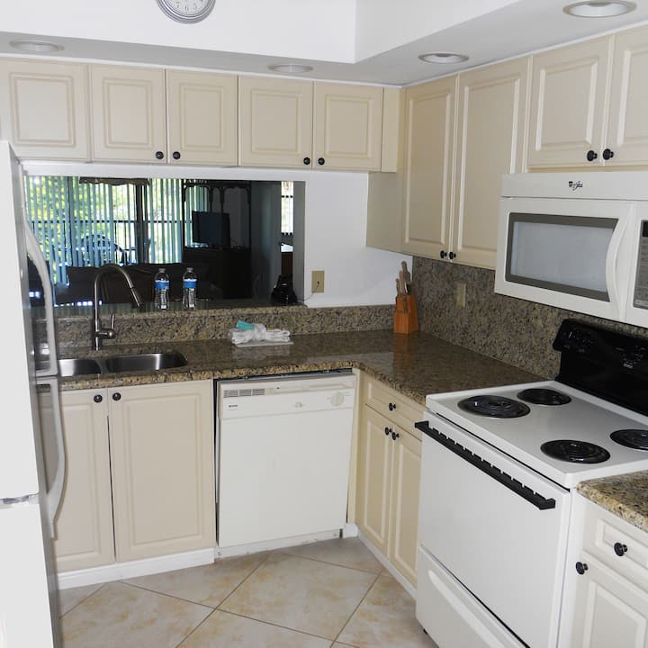 Two bed-two bath condo close to beaches and IMG