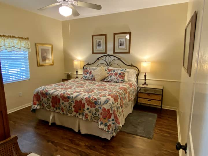 Texas Room at the Comal Inn