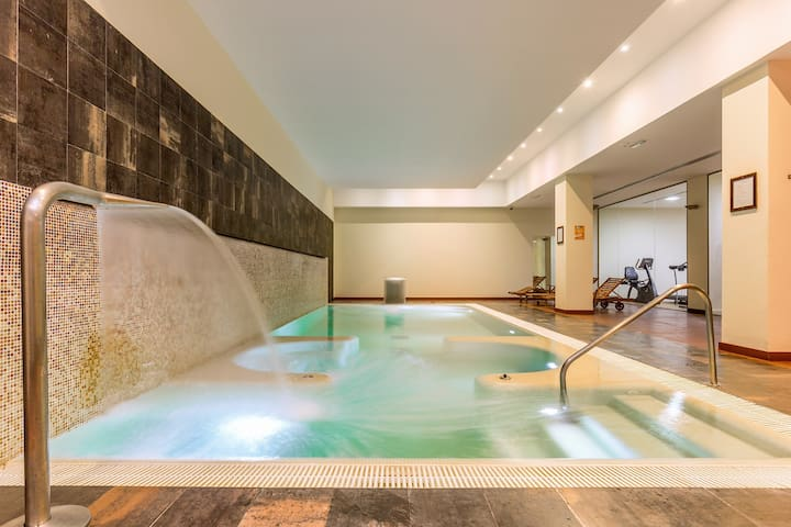 Complimentary Spa/Heated Pool and Gym